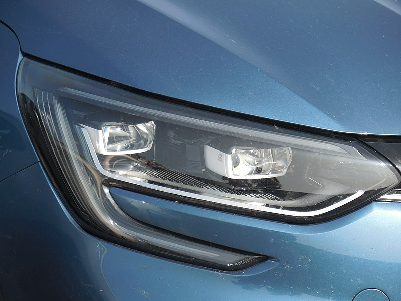 800px-Renault_Megane_IV_-_headlights_(LED_Pure_Vision).jpg